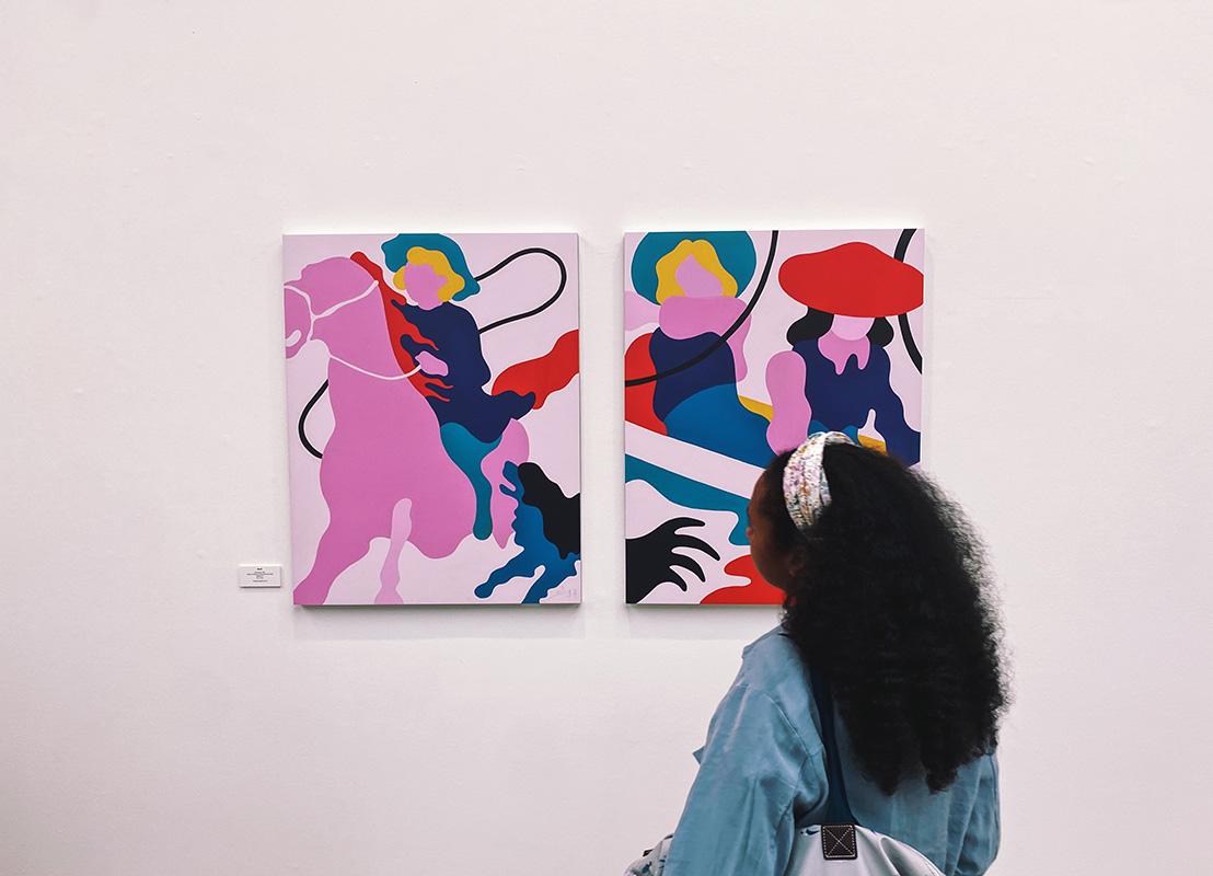 Contemporary artist Lee Eelus at the Saatchi Gallery, London, 2021